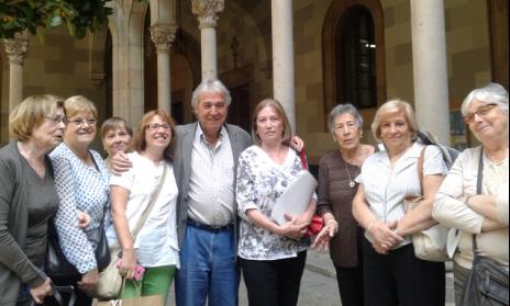 Sebastià Serrano, catedràtic de Lingüística General de la UB, amb els estudiants del CFA Palau de Mar