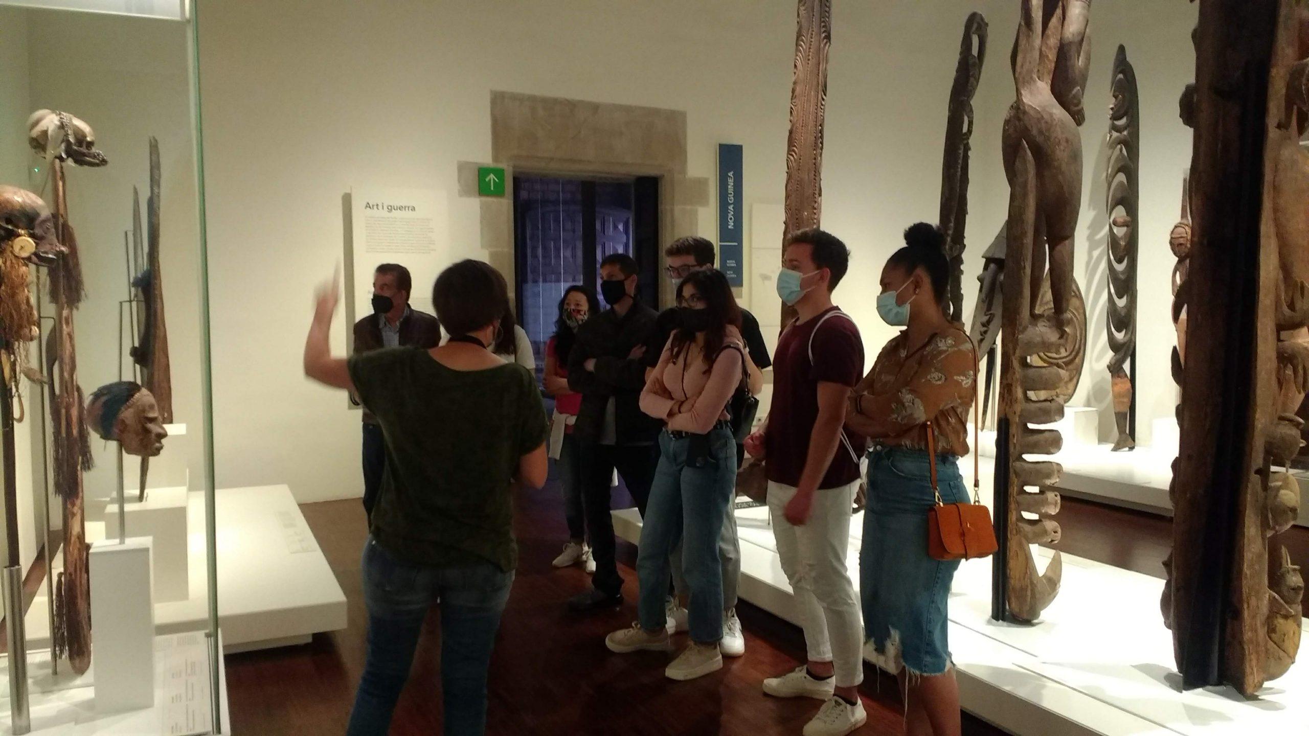 Imatge de la visita al Museu Etnològic i de Cultures del Món.